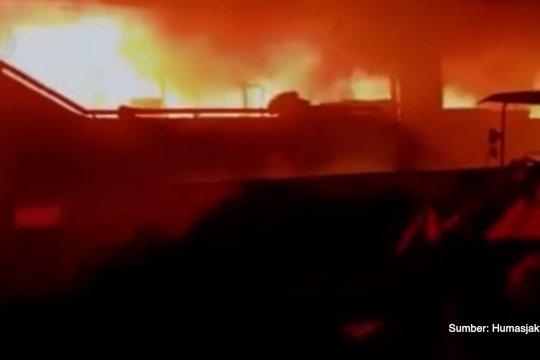 Pasar Inpres di Pasar Minggu terbakar