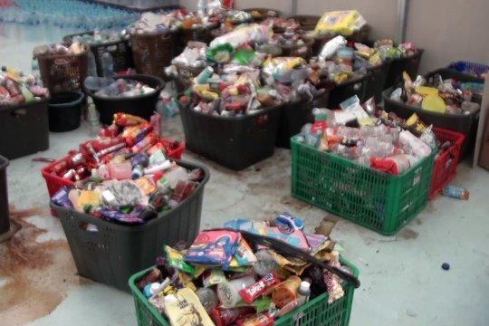 Polda Jabar geledah gudang penyimpanan produk bekas banjir