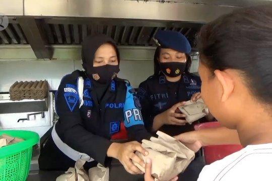 Dapur umum bergerak sediakan makanan untuk pengungsi