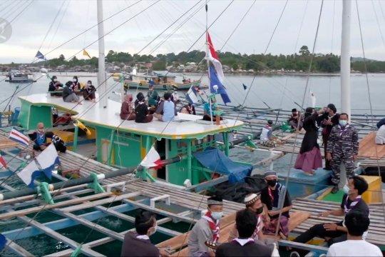 Ngabuburit dan buka puasa di atas perahu bagan