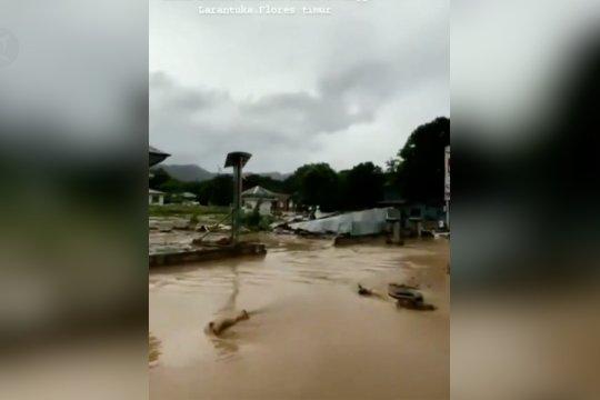 BMKG prakirakan badai siklon tropis di NTT berlanjut hingga 6 April