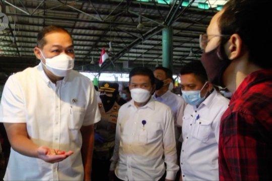 Ke Pasar Kramat Jati, Mendag pastikan kebutuhan pokok aman