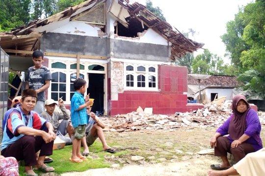 1 tewas dan puluhan rumah rusak di Jember dan Lumajang