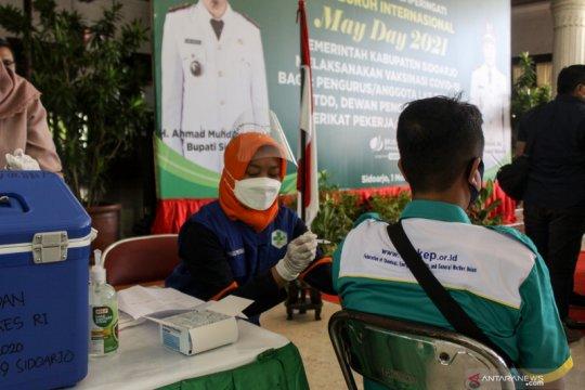 Vaksinasi COVID-19 bagi pekerja di Hari Buruh Sedunia