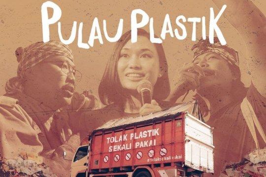 """Pulau Plastik"", sebuah alarm darurat sampah plastik"