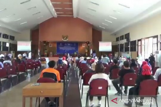 Wagub DKI tinjau vaksinasi COVID-19 bagi buruh di Pondok Kelapa