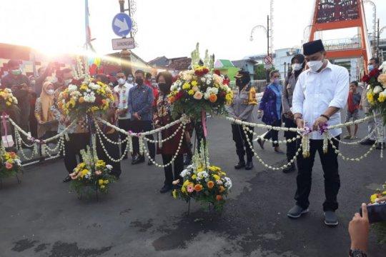 Mensos dan Wali Kota Surabaya resmikan Jembatan Sawunggaling