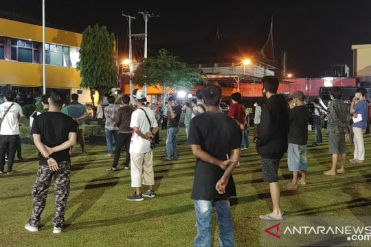 300 pelanggar prokes terjaring operasi yustisi di Padang
