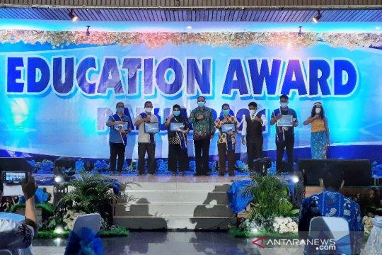 Peduli pendidikan, LKBN ANTARA raih penghargaan dari Pemprov Papua