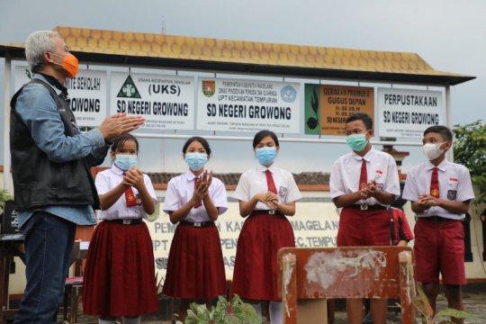 Ganjar hadiahi pelajar desa terpencil Magelang jaringan internet
