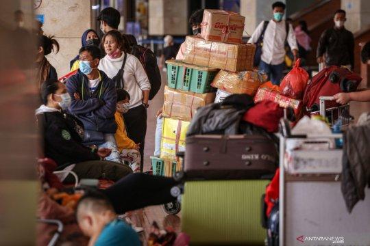 Hindari masa larangan mudik, sejumlah warga mudik awal dari Bandara Soekarno Hatta