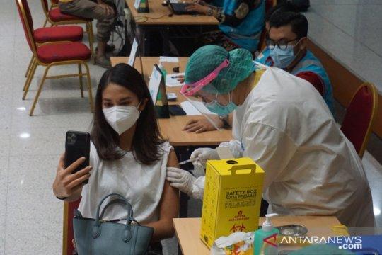 Sebagian warga di 98 RW Jakpus mulai terima vaksin AstraZeneca
