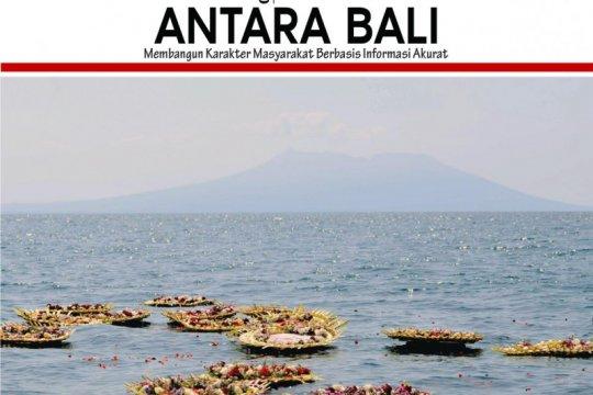 GUBERNUR BALI DAN MASYARAKAT TABUR BUNGA BAGI KRU KRI NANGGALA