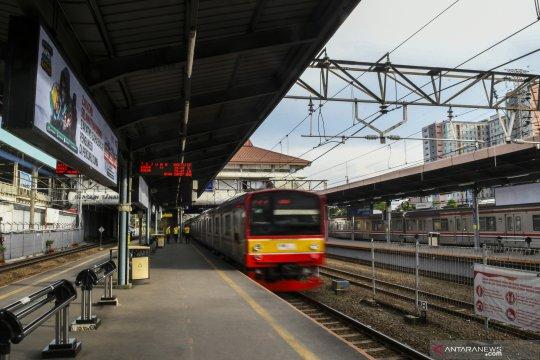 Stasiun Tanah Abang kembali layani naik-turun penumpang di sore hari
