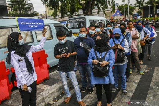 Polisi alihkan arus lalu lintas di Pasar Tanah Abang hingga Lebaran