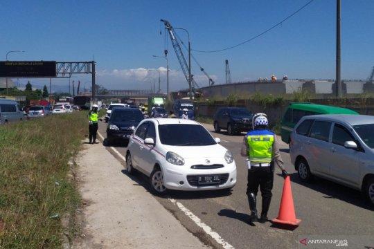 Polisi catat ada 963 kendaraan diputar balik di Cileunyi Bandung