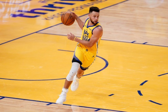Stephen Curry cetak 41 poin, Warriors bantai Pelicans