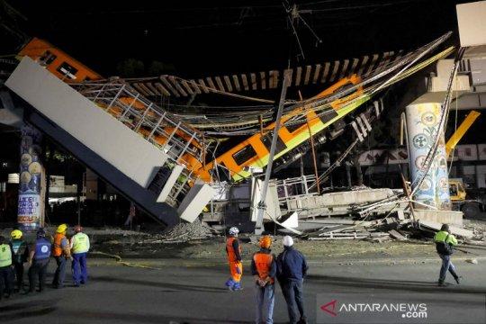 Jembatan layang untuk kereta ambruk di Meksiko, puluhan orang tewas