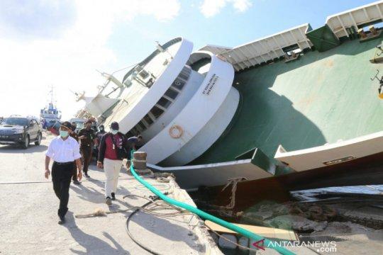 Menko PMK minta segera evakuasi kapal feri karam di Sabu Raijua
