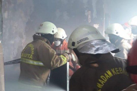 Gulkarmat Jaksel kerahkan 10 damkar atasi kebakaran di Persit Kodim