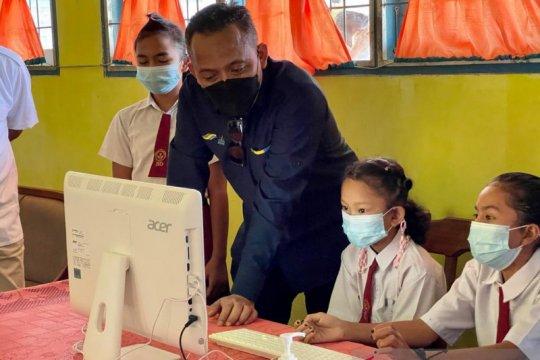 PTPN V salurkan 25 komputer di sekolah terpencil peringati Hardiknas