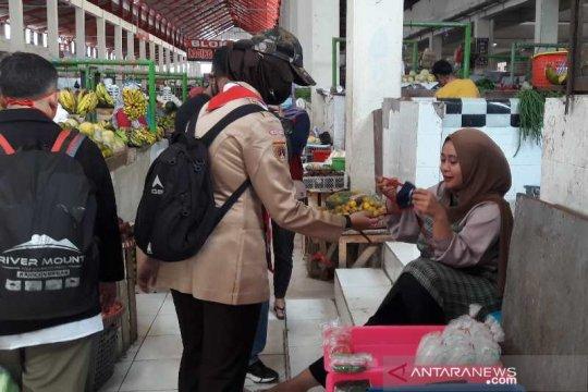 Pramuka Temanggung ingatkan prokes di pasar tradisional