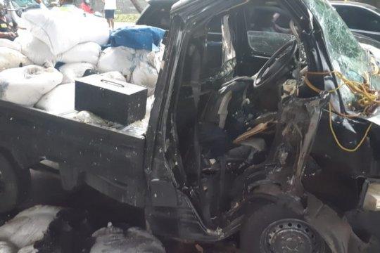 Gulkarmat Jakarta Timur evakuasi korban kecelakaan terjepit di mobil