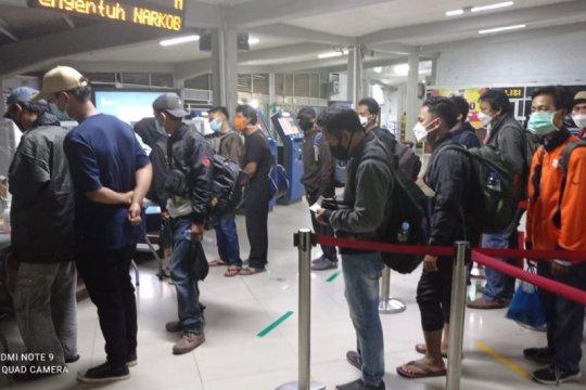 ASDP Merak seberangkan 218.982 penumpang ke Bakauheni