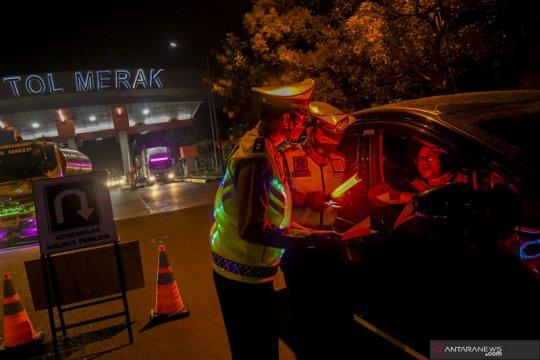 Polda Metro putar balik 725 kendaraan di hari pertama penyekatan