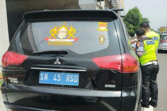 """Pengemudi mobil """"Kekaisaran Sunda"""" merupakan Kepala Keamanan di RT"""