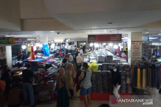 Pasar Senen Jaya terpantau masih ramai H-7 lebaran