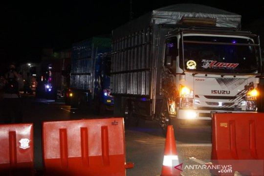 Perbatasan Gorontalo-Sulut mulai ditutup, kendaraan mulai menumpuk