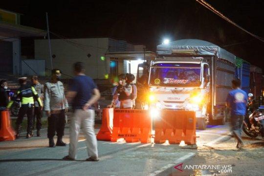 Ratusan kendaraan lolos melintasi perbatasan Gorontalo-Sulut