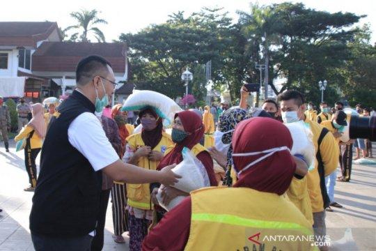 958 petugas kebersihan di NTB dapat bansos Lebaran 2021