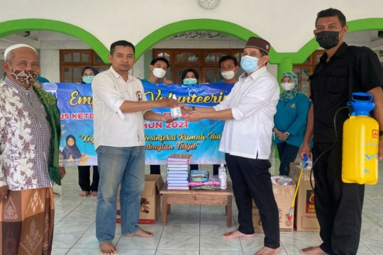 Employee Volunteering, BPJAMSOSTEK Semarang Majapahit berikan paket ibadah ke masjid