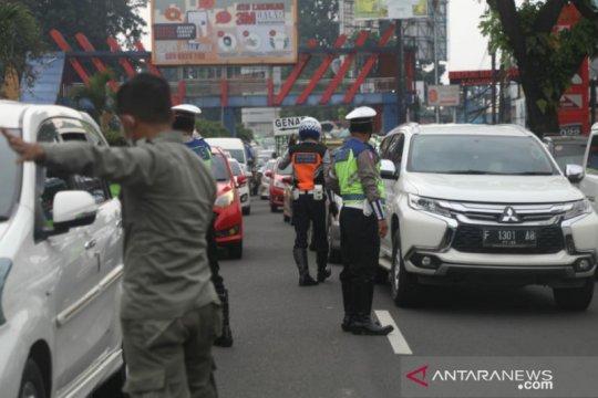 Petugas gabungan putar balikkan 172 kendaraan di Kota Bogor