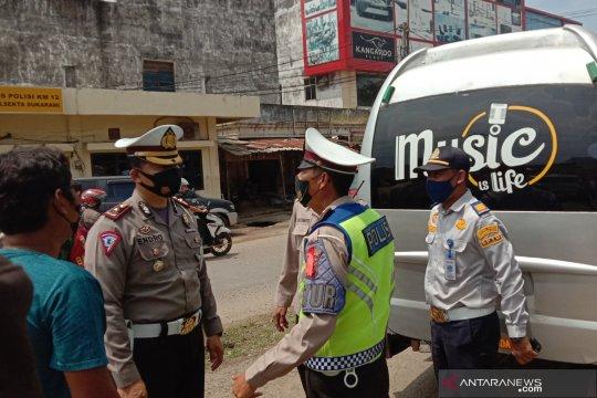 Ratusan kendaraan hendak masuk Palembang diputar balik