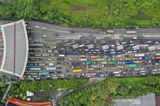 Ribuan kendaraan terjebak kemacetan di pintu tol Cikupa