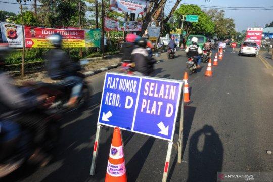Penyekatan arus pemudik di jalan perbatasan Kota Bandung