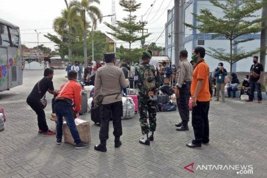 Pulang dari Malaysia, puluhan pekerja migran tiba lagi di Pamekasan