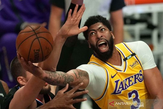 42 poin Anthony Davis bantu Lakers atasi Suns