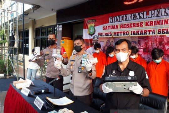 Polisi tangkap  pencuri di toko modern Jaksel libatkan karyawan