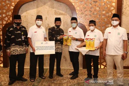 Karyawan Masjid Istiqlal dapat donasi 1.000 liter lebih minyak goreng