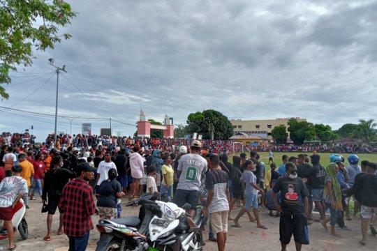 Polisi bubarkan pertandingan sepakbola di Sorong karena picu kerumunan