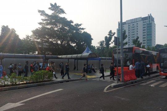 Bus gratis di Stasiun Tanah Abang diminati warga di akhir pekan