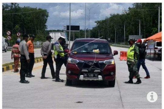 Polda Lampung putar balik puluhan kendaraan pada Operasi Ketupat