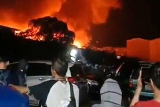 Gulkarmat kerahkan 17 damkar atasi kebakaran rumah di Jakut