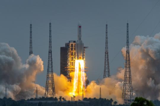 Roket China masuki atmosfer Bumi, puing-puing jatuh di Samudra Hindia