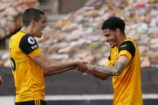 Gol menit terakhir antar Wolves kalahkan 10 pemain Brighton