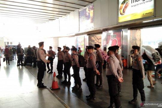 Kriminal kemarin, pengamanan Idul Fitri hingga tuntutan HRS ditunda